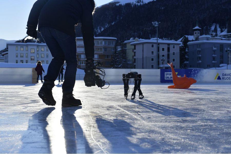 Skaterbot — робот, который научился кататься на коньках